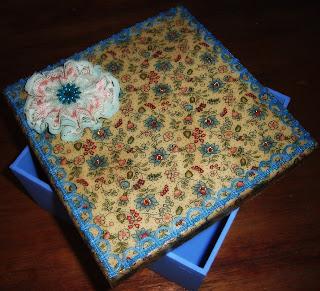 caixa de madeira decorada