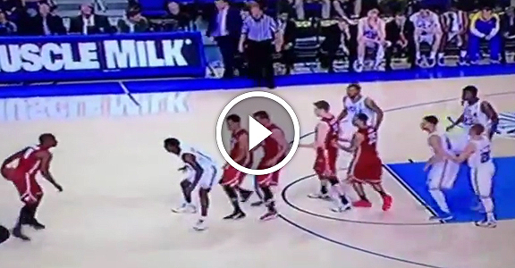 Washington State Sets Strange Quadruple Ball Screen Against UCLA (VIDEO)