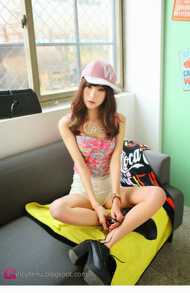 3 Korean Fan - very cute asian girl-girlcute4u.blogspot.com