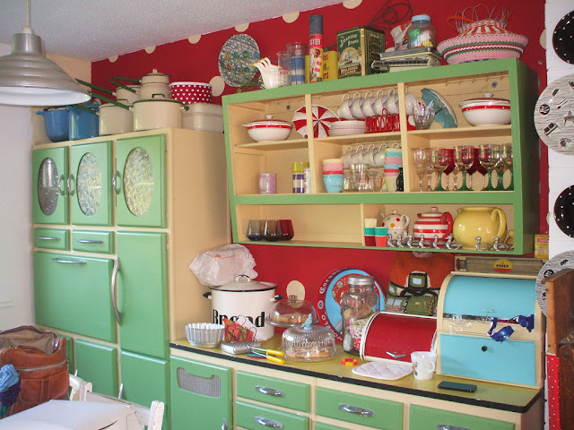 Inspirations 1950 39 s kitchens for 50 s style kitchen designs