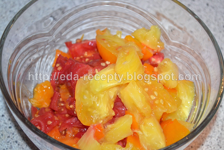 Чечевица с овощами и курицей: помидоры порезать