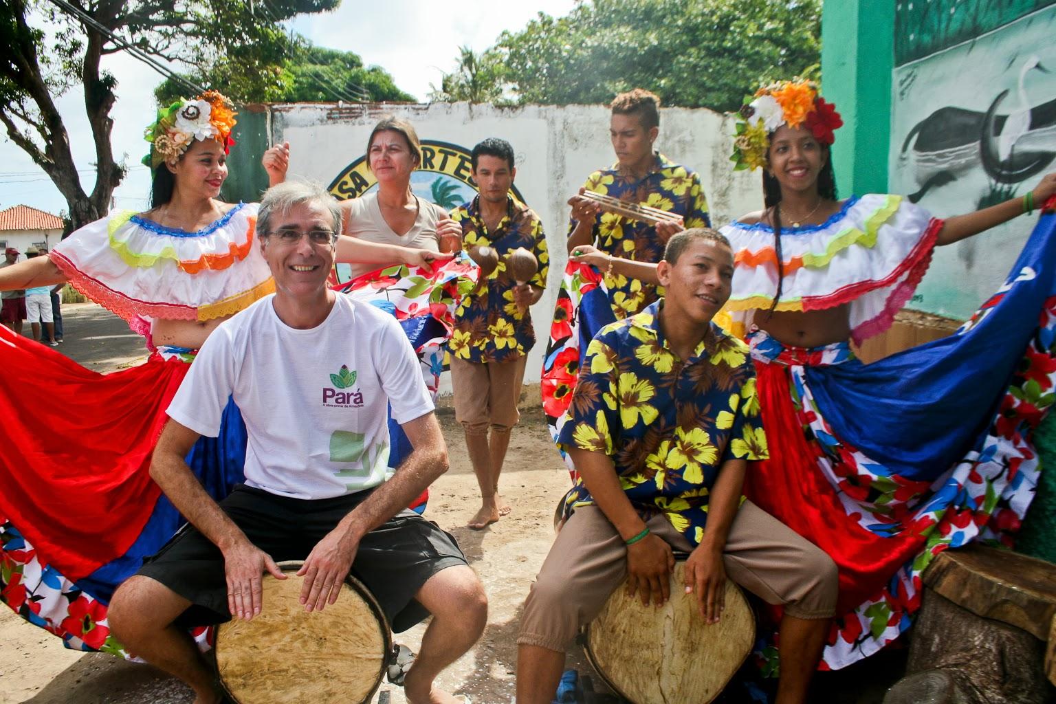 João Candeias - Diretor Geral da TAP para Rússia vestiu a camisa do Pará  aproveitou para tocar curimbó. Foto: Benigna Soares - Paratur