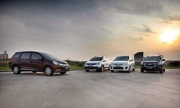 Perbandingan Honda Mobilio VS Toyota Avanza - Livina