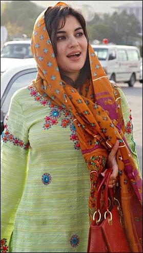 pakistani girls fantasy kashmala tariq ko hinduo ne
