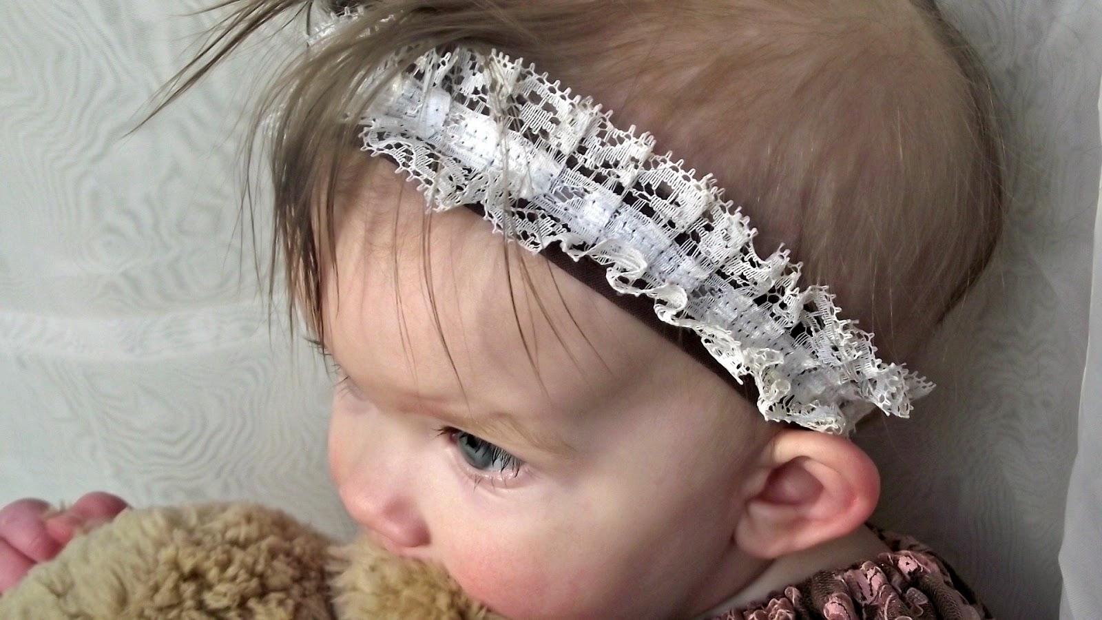 http://fabuloushomesewn.blogspot.ca/2015/02/lace-headband-tutorial.html