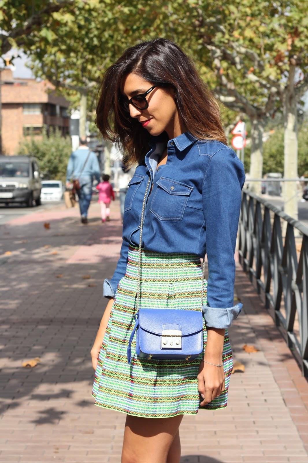 ESTRENANDO BOTINES Look con camisa vaquera y falda. - Oh My Blog