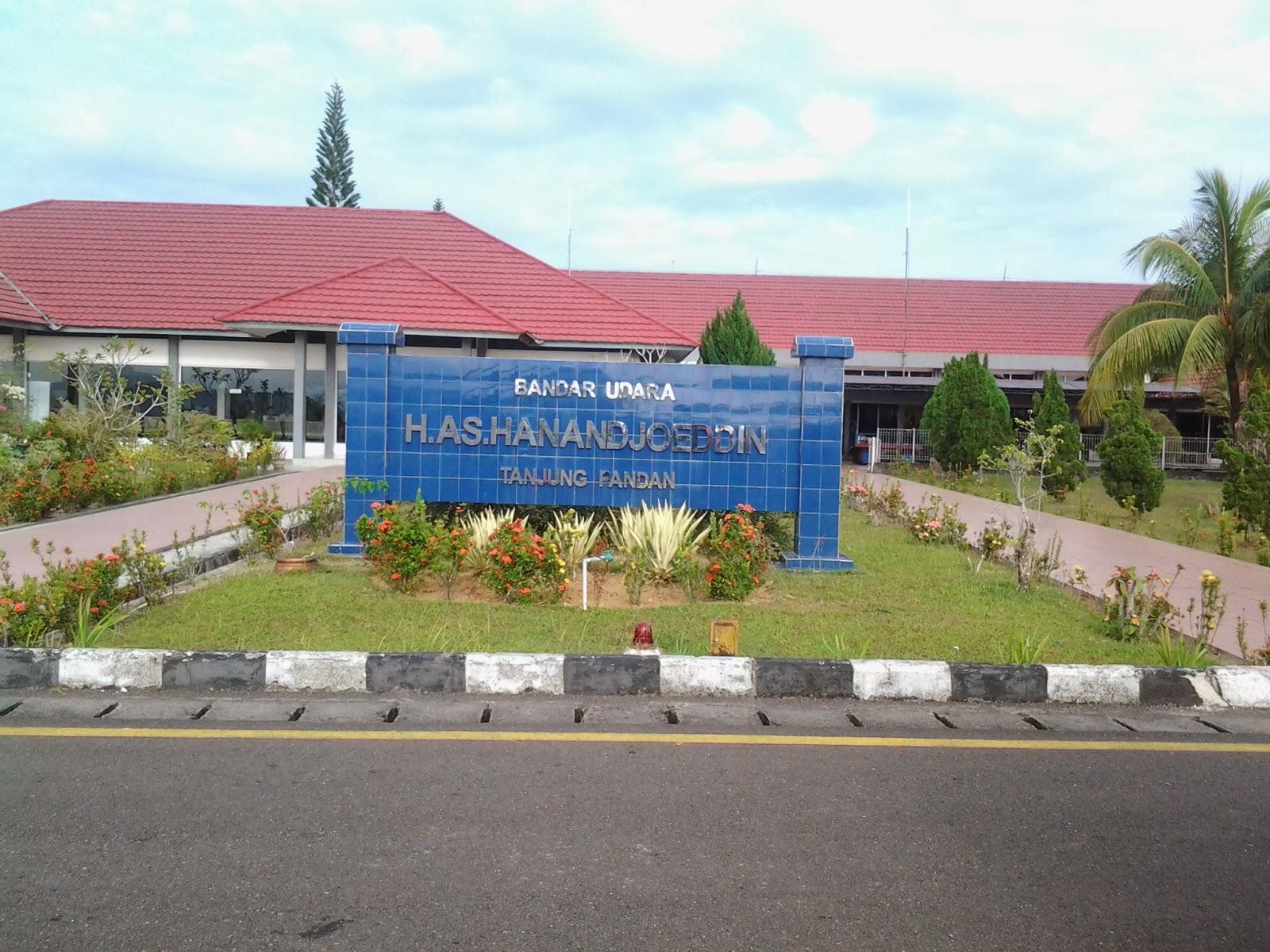 Tampak halaman depan Bandara Hanandjoeddin di Tanjung Pandan, Belitung.