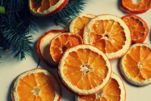 Jak suszyć pomarańcze? Jadalne, suszone i pachnące ozdoby świąteczne.