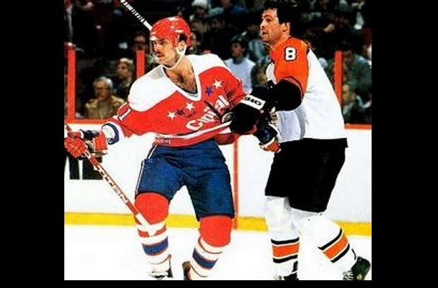 Referees 'Let 'em play' in the '80's; in today's NHL, I'm pretty sure this would be called holding of Mike Gartner's sweater.