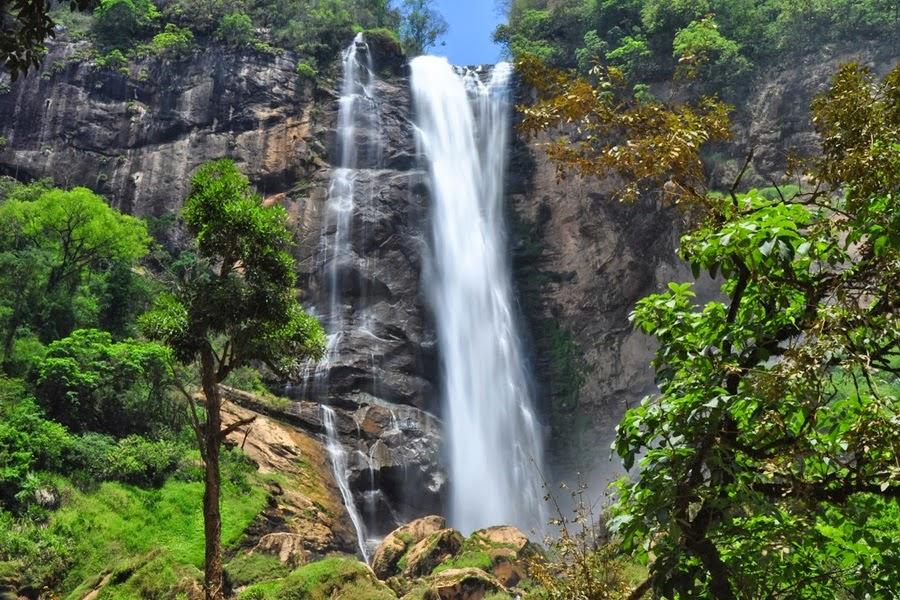 http://www.desviantes.com.br/blog/post/10-belas-cachoeiras-rio-de-janeiro/