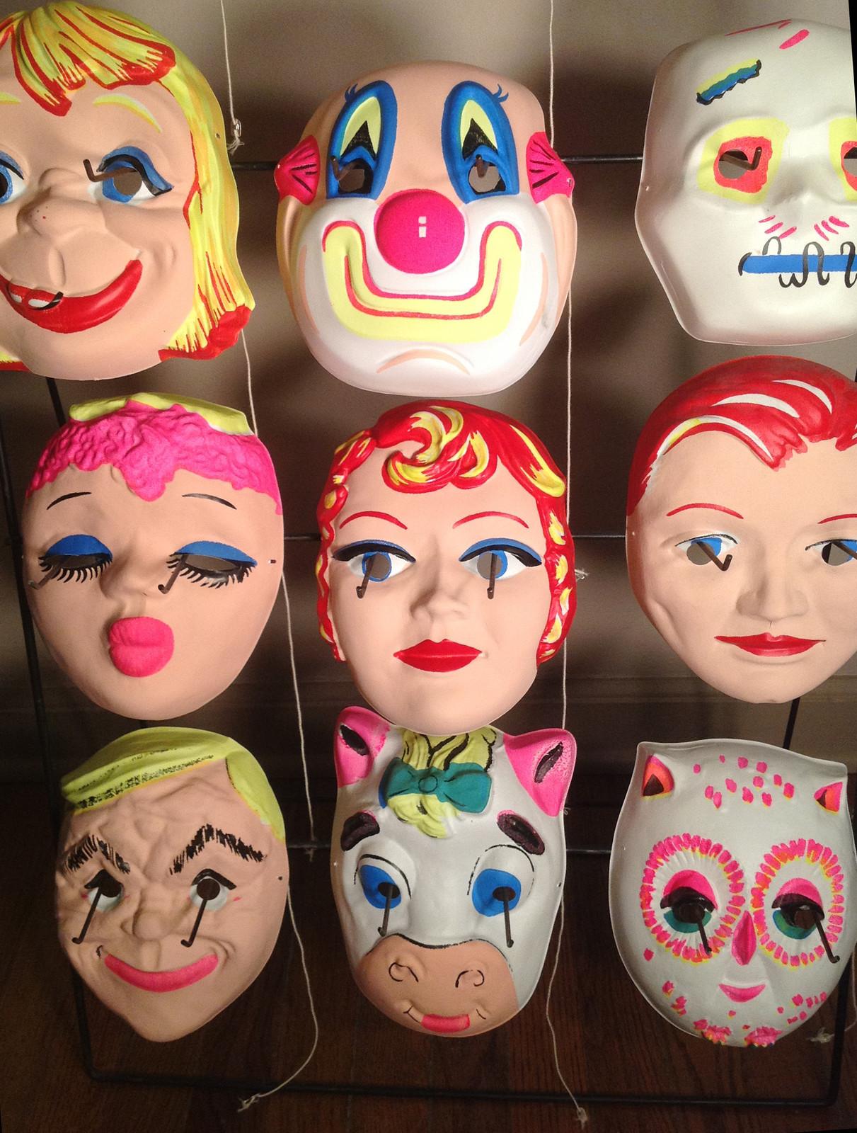 Dessart Daylight Fluorescent Halloween Mask Display | Blood ...