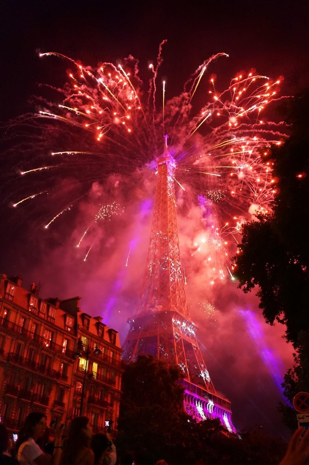 baby eyes paris. eiffel tower, bastille day fireworks. | baby eyes paris