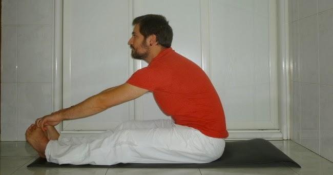 La pinza paschimottanasana yoga en casa - Inicio yoga en casa ...