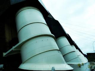 Canos por onde passa a água para a geração de energia elétrica na Usina Hidrelétrica de Itaipu.
