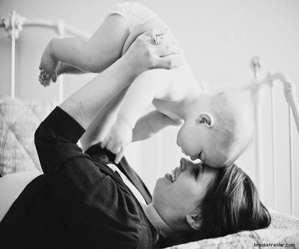 Album de photo bébé et maman noir et blanc