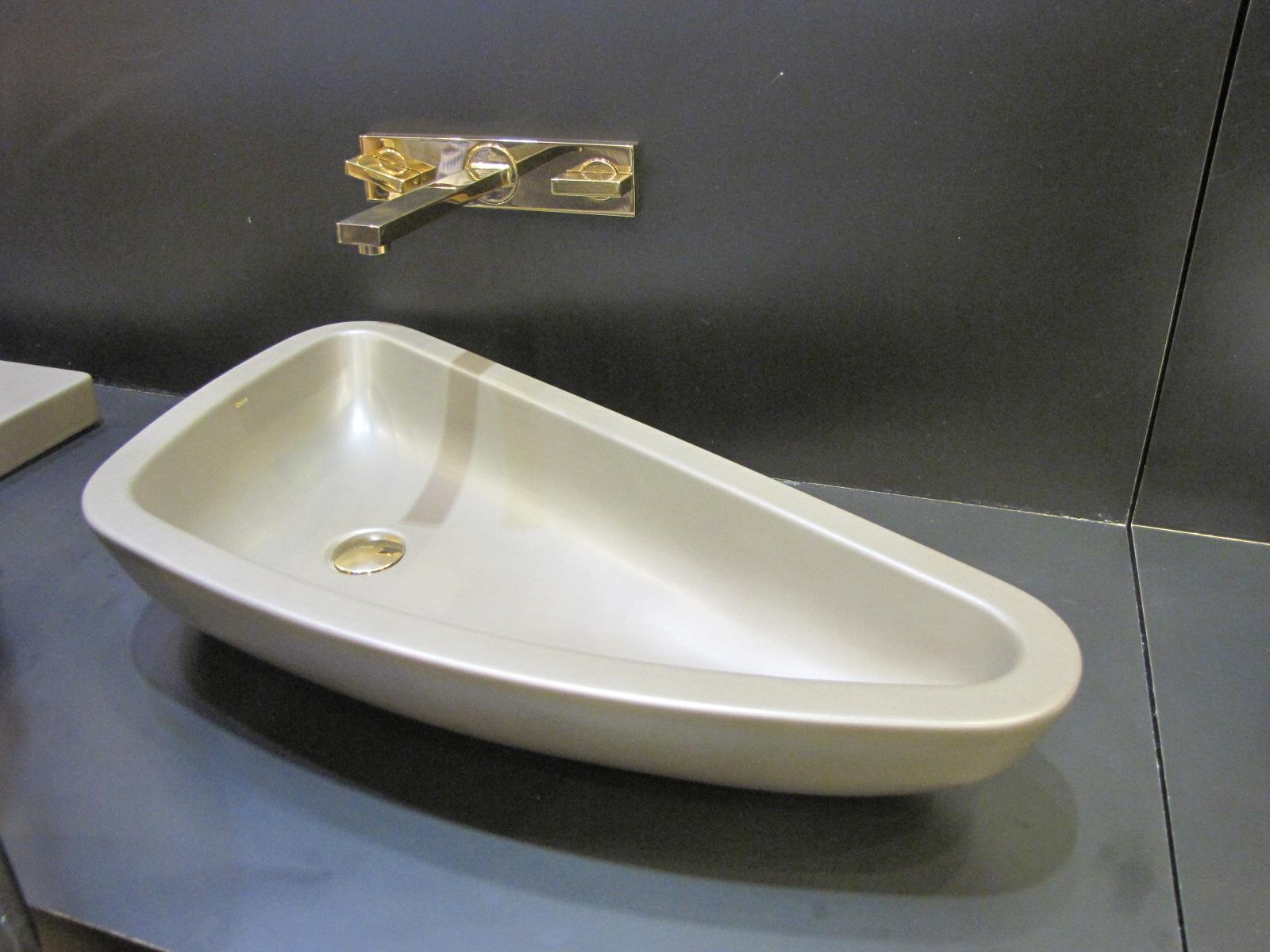 Novidades em louças: Deca e Roca. Carla Mateuzzo Arquitetura #4F5E7C 1600x1200 Acessorios Banheiro Roca