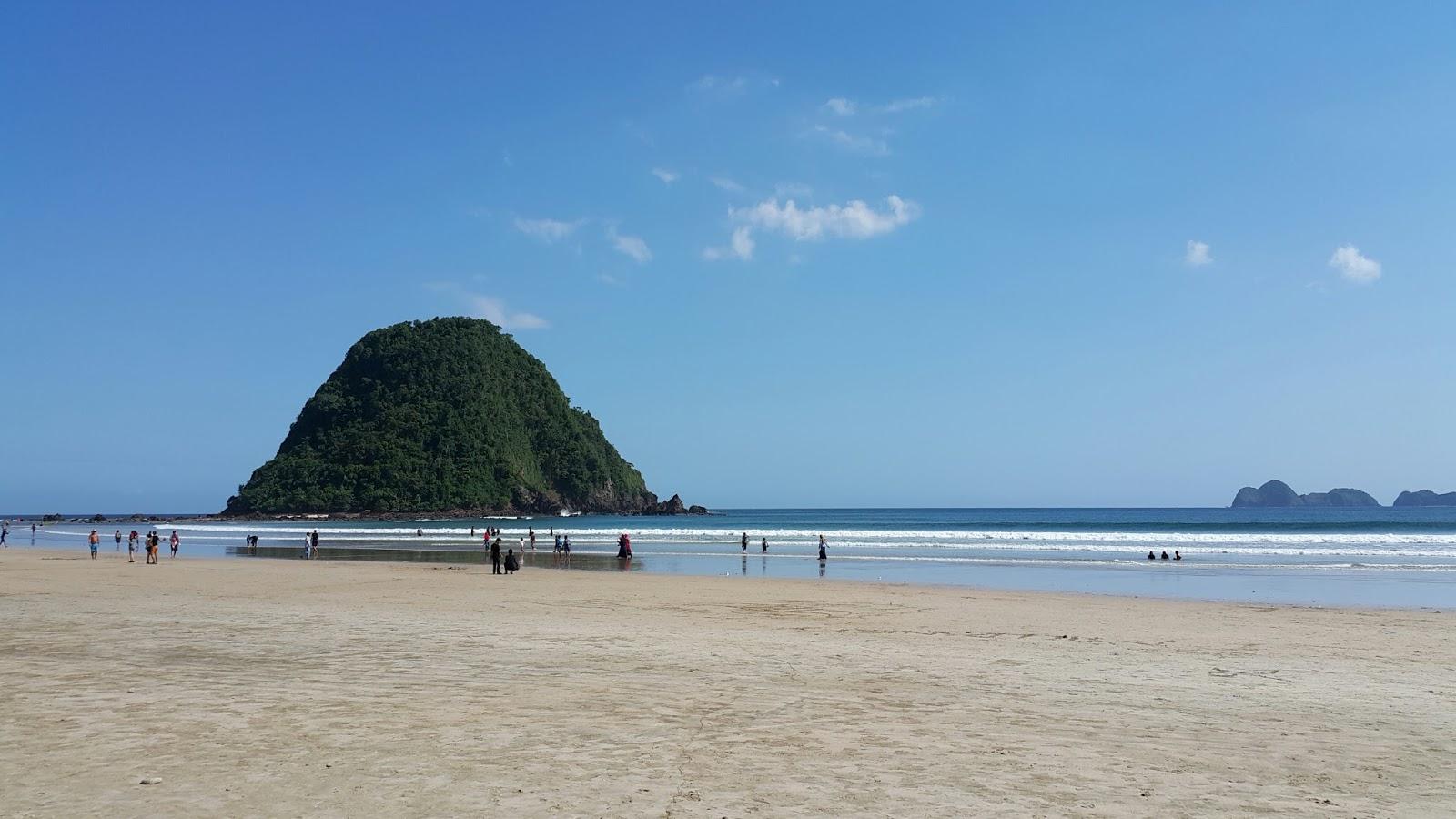 Wisata Indonesia Pantai Pulau Merah Dan Teluk Hijau