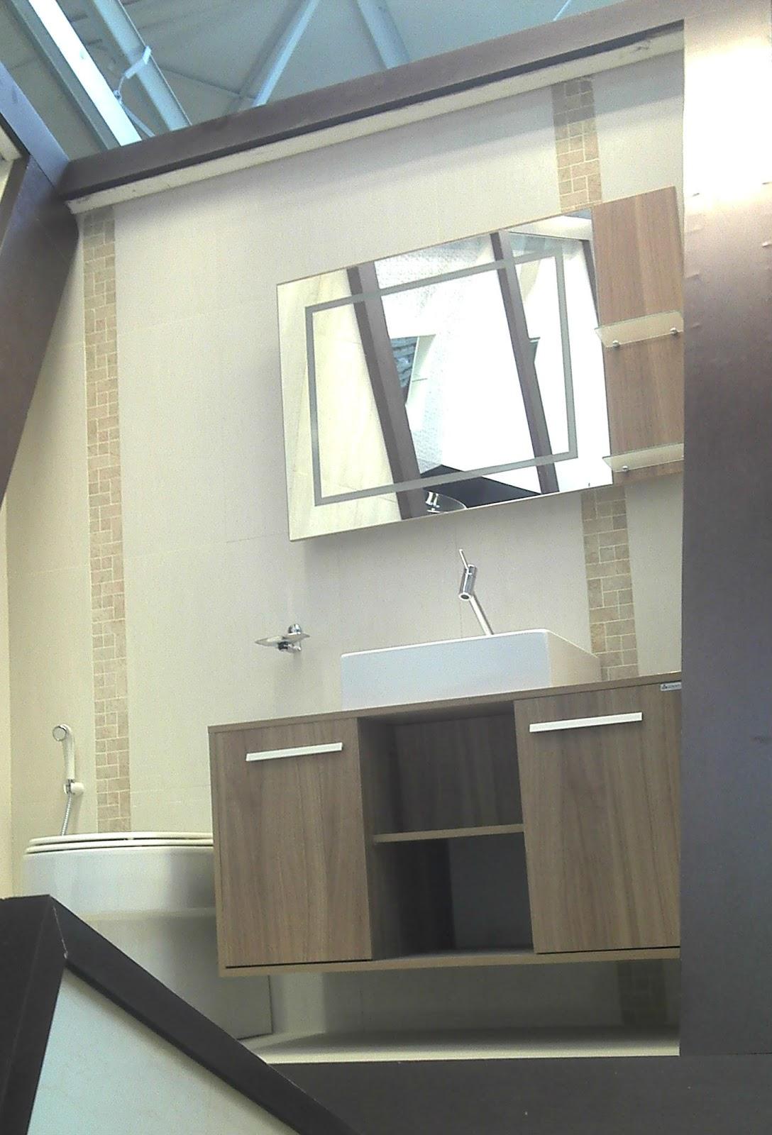 Quando fui na Leroy tinha visto esses dois banheiros montados que  #4E727D 1088x1600 Azulejo Banheiro Leroy