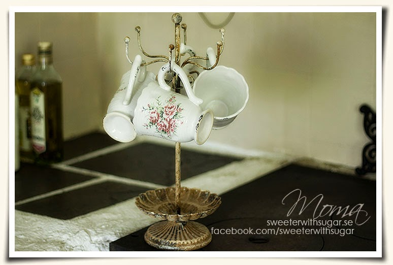 vintage shabby chic cups