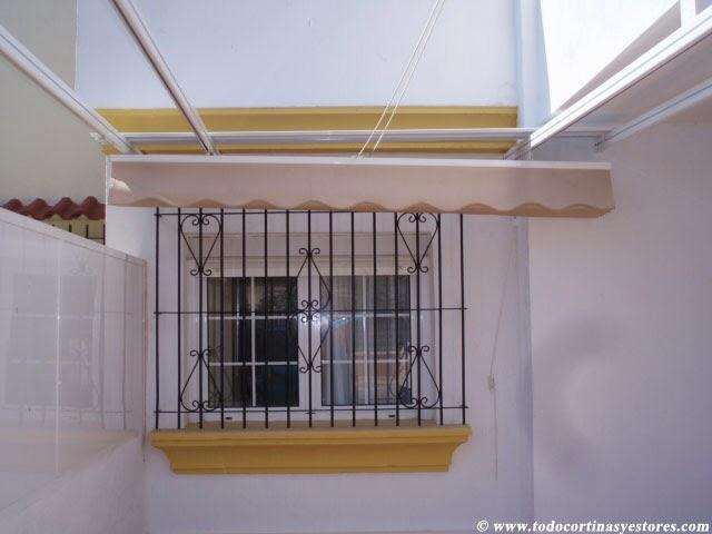 Decoracion interior cortinas verticales estores for Toldos para patios interiores