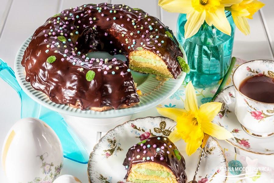 sękacz, domowy sękacz, sękacz z piekarnika, babka wielkanocna sękacz, kolorowa babka, kolorowe ciasto, ciasto na Wielkanoc, wypieki Wielkanoce, polewa czekoladowa, ciasto z polewą czekoladową, kraina miodem płynąca