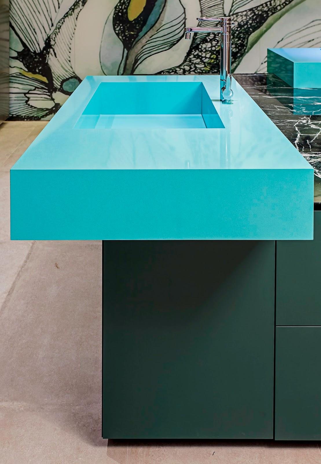 Grupo Cosentino em parceria com a arquiteta Brunete Fraccaroli  #00A6B3 1109x1600 Banheiro Azul Banda