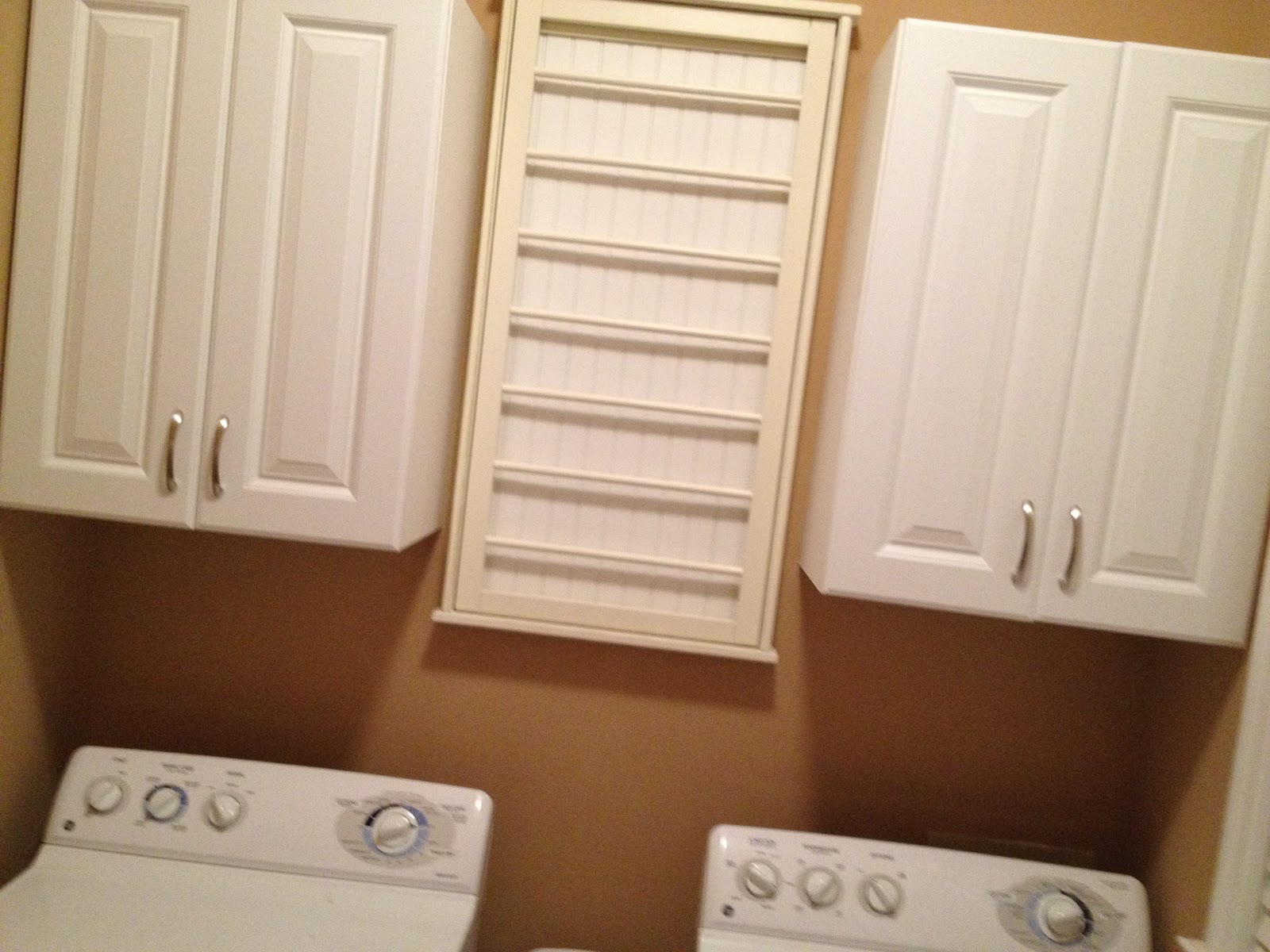 CasaLupoli: Laundry Room Update: Bye-Bye, Wire Mesh Shelves!