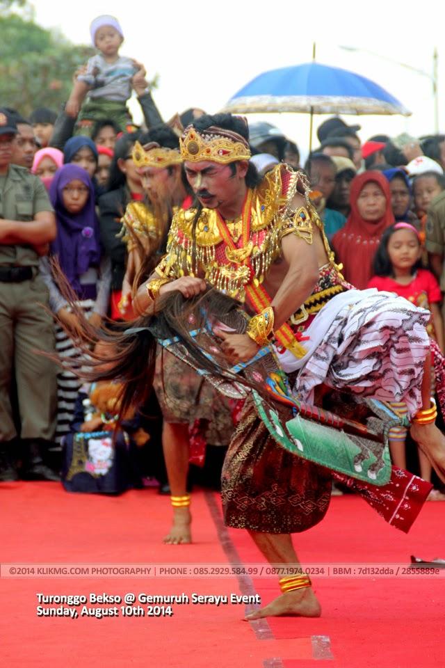 Tari Bekso Turonggo dari Wonosobo dalam Gemuruh Serayu 2014 di Alun alun kecamatan Banyumas, Jawa Tengah - Foto oleh KLIKMG Fotografer Jawa Tengah