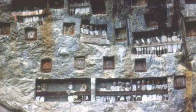 Tempat Pemakaman Londa di Tana Toraja