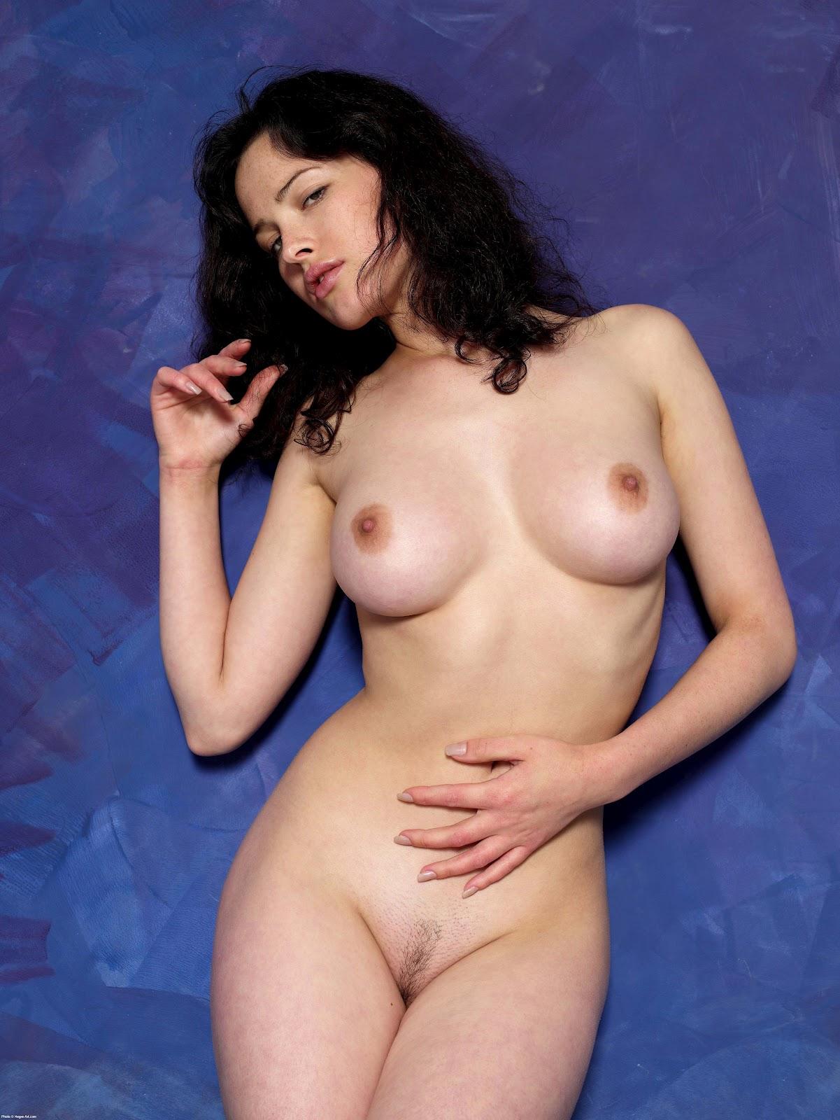 http://4.bp.blogspot.com/-HtOVR7wM7Tw/Tzp-gf-aDZI/AAAAAAAAG6s/_J88FshVnPI/s1600/dasha_astafieva-hot-nude_55.jpg