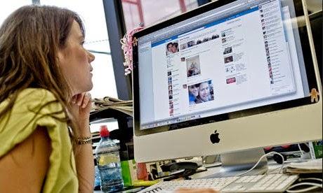 """Zuckerberg Siapkan """"Facebook yang Boleh Dibuka di Kantor"""""""