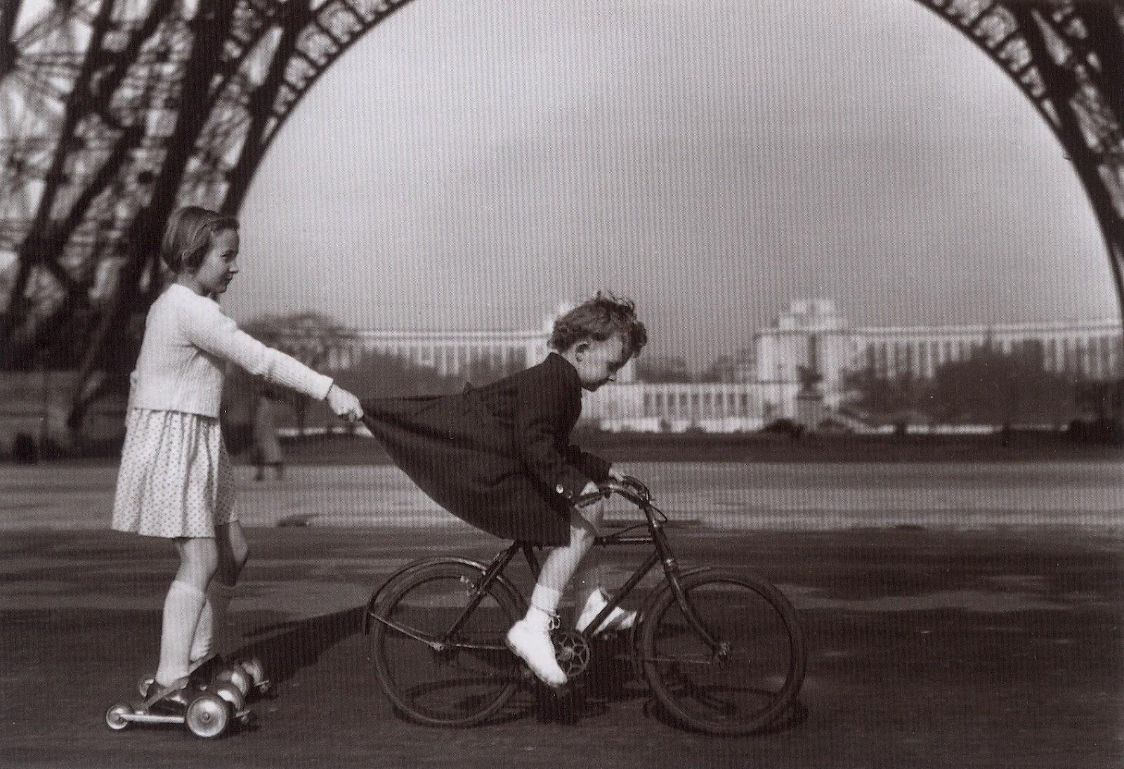 http://4.bp.blogspot.com/-HtWYYQCeNtc/T4id8KwmUgI/AAAAAAAAAi8/TKRkE1SzPM8/s1600/robert-doisneau-1943-le-remorqueur-du-champ-de-mars.jpg