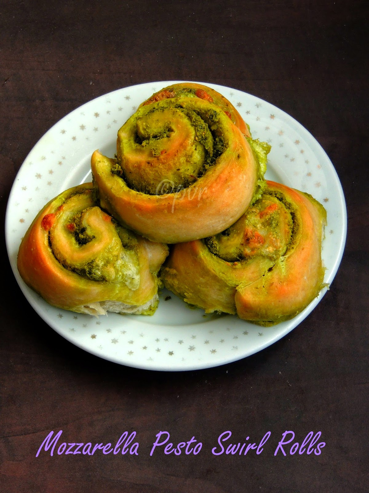 Cheesy Pesto Swirl Rolls