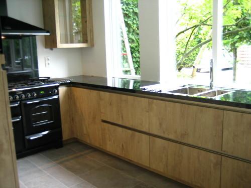 Decoratie Vensterbank Keuken: Moderne keuken decoratie met abstracte ...