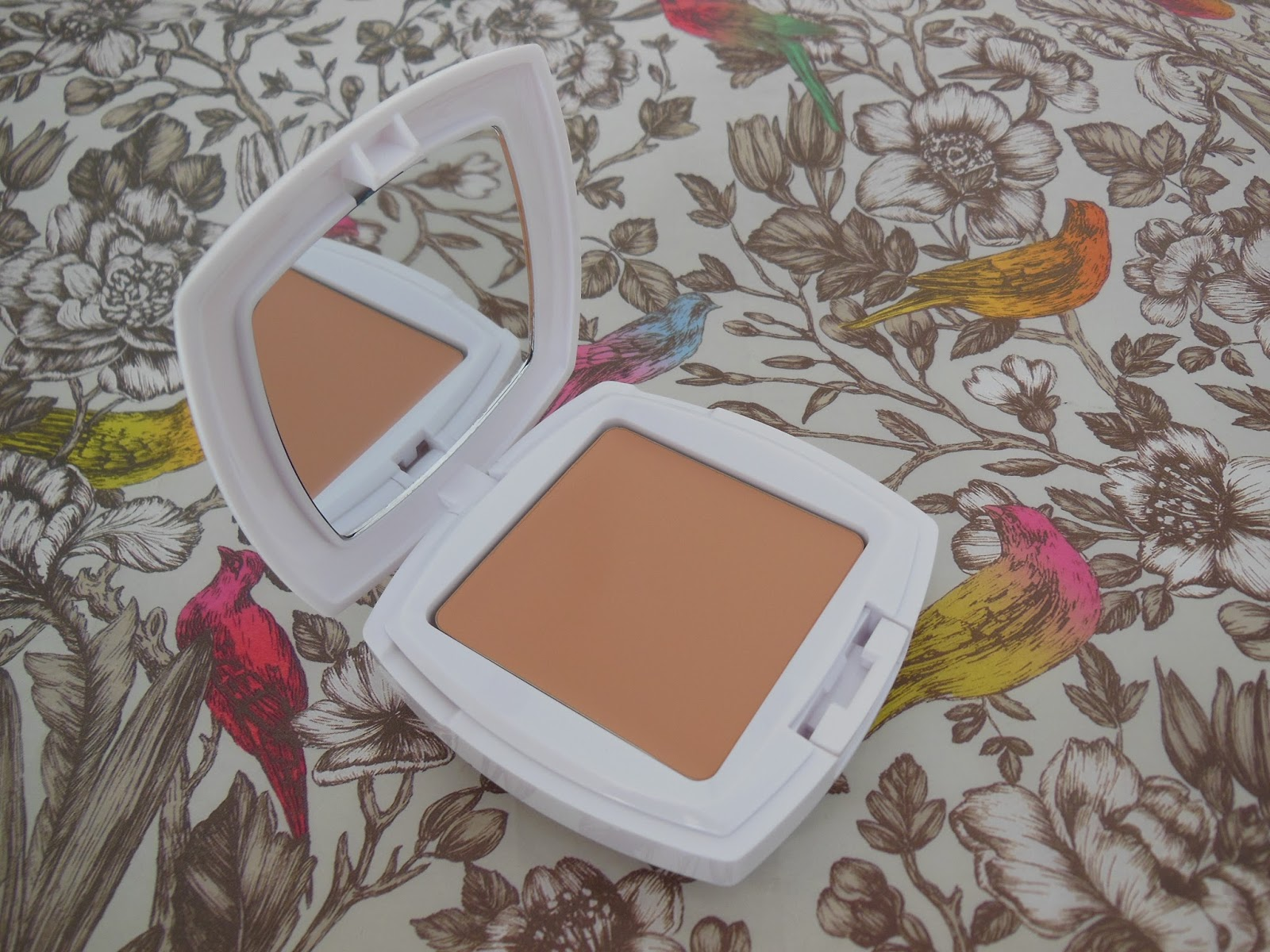 la roche posay anthelios tinted spf compact