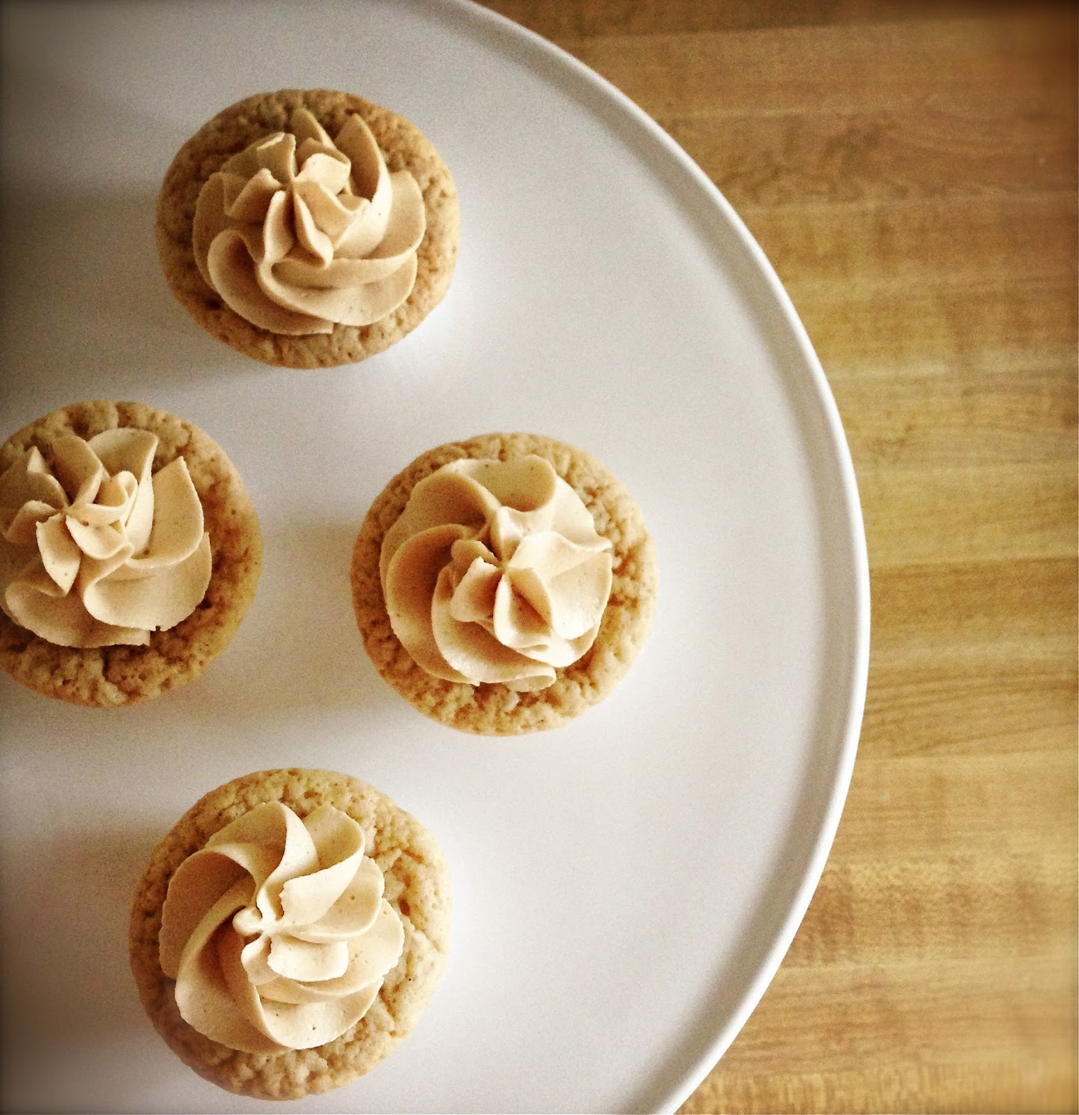 Biscoff Cupcakes with Biscoff Buttercream Frosting (Recipe adapted ...