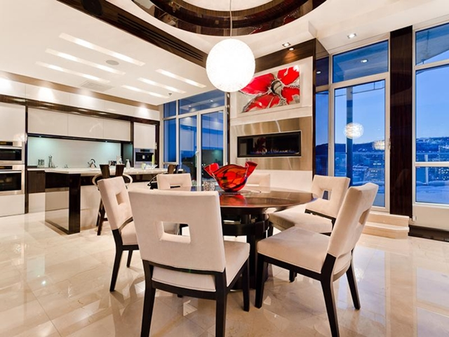 Photo of dinning table in dinning room