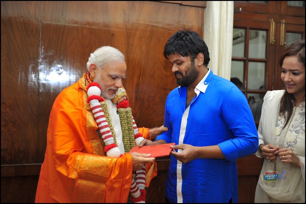 Manchu Monoj with Modi