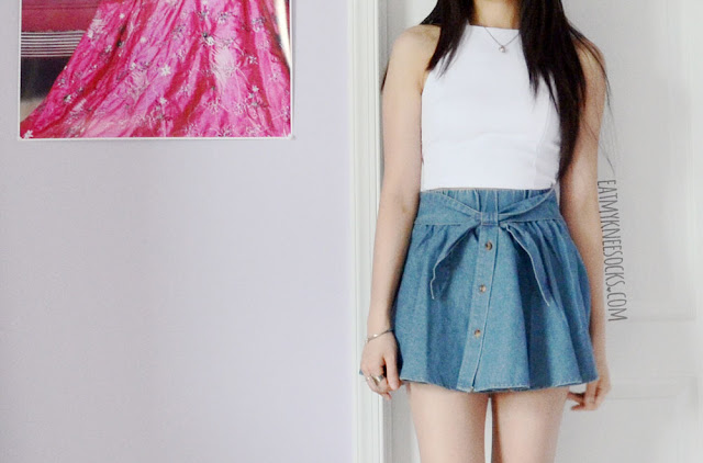 Yumart's denim bow skirt goes great with a simple white crop top for a casual-yet-cute ulzzang-inspired Asian fashion outfit.