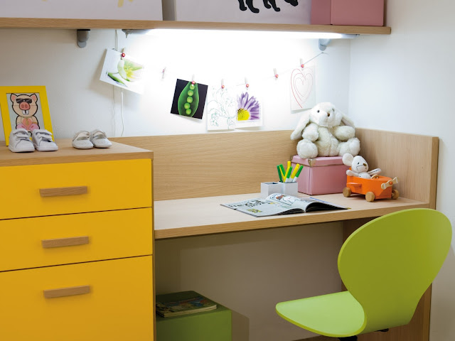Как лучше сделать стол в детскую