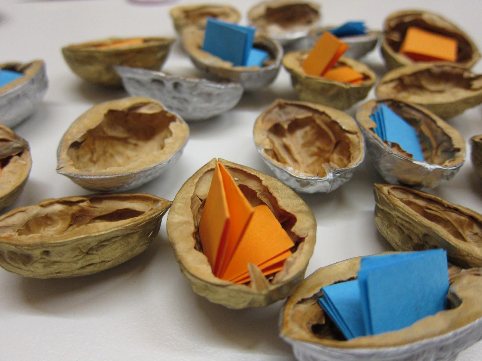 Licht farben formen zuerst essen dann basteln - Nussschalen deko ...