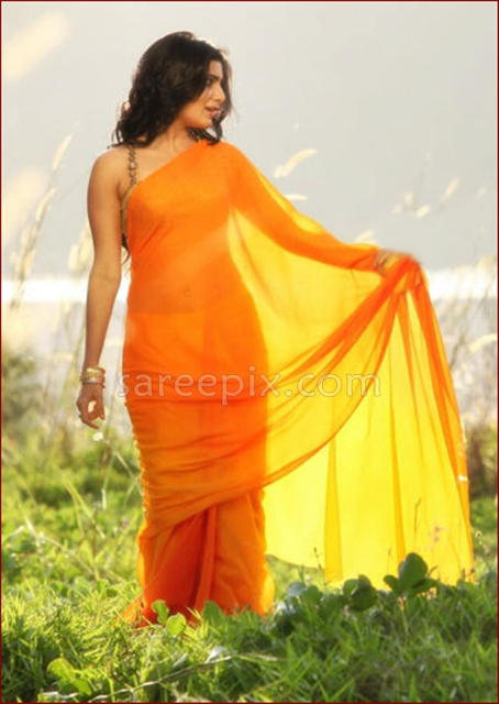 Samantha-draping-transparent-saree-Jabardasth-movie
