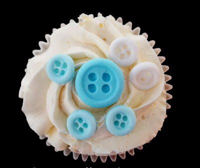 """cake decorating ideas""""baby shower ideas""""fondant ideas""""fondant technic""""how to make fondant buttons""""gumpaste ideas"""