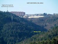Des d'alguns punts de la caminada encara es pot veure el poble de Sant Bartomeu