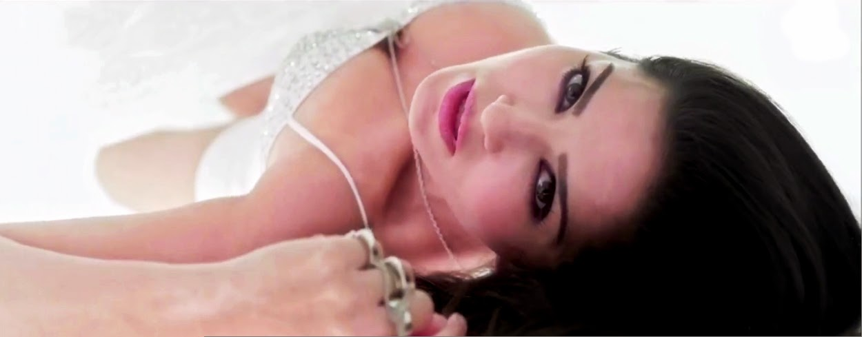 Sunny Leone Huge big cleavage nude hd porn pics bra panty visible in pink lips song