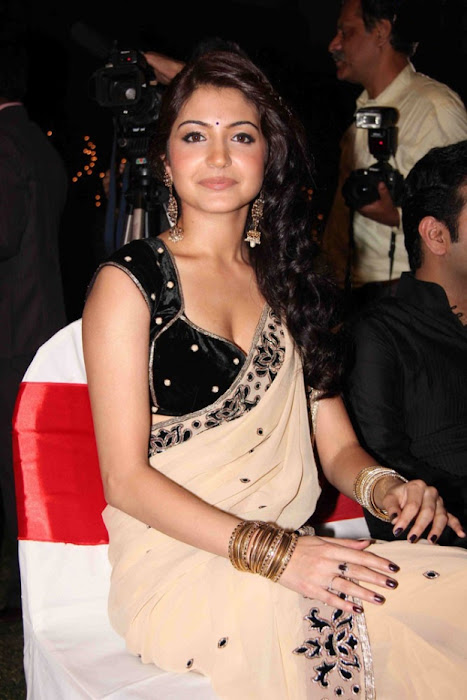 anushka sharma in saree hot images