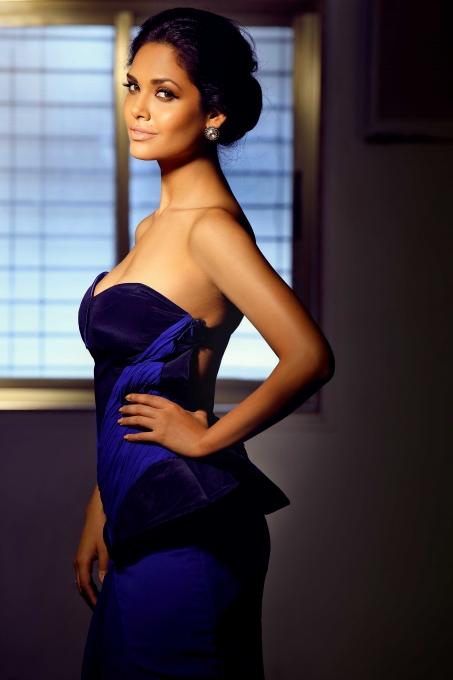 pics of Esha Gupta