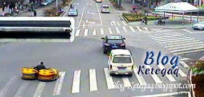 Pandu Bumper Car di jalan raya