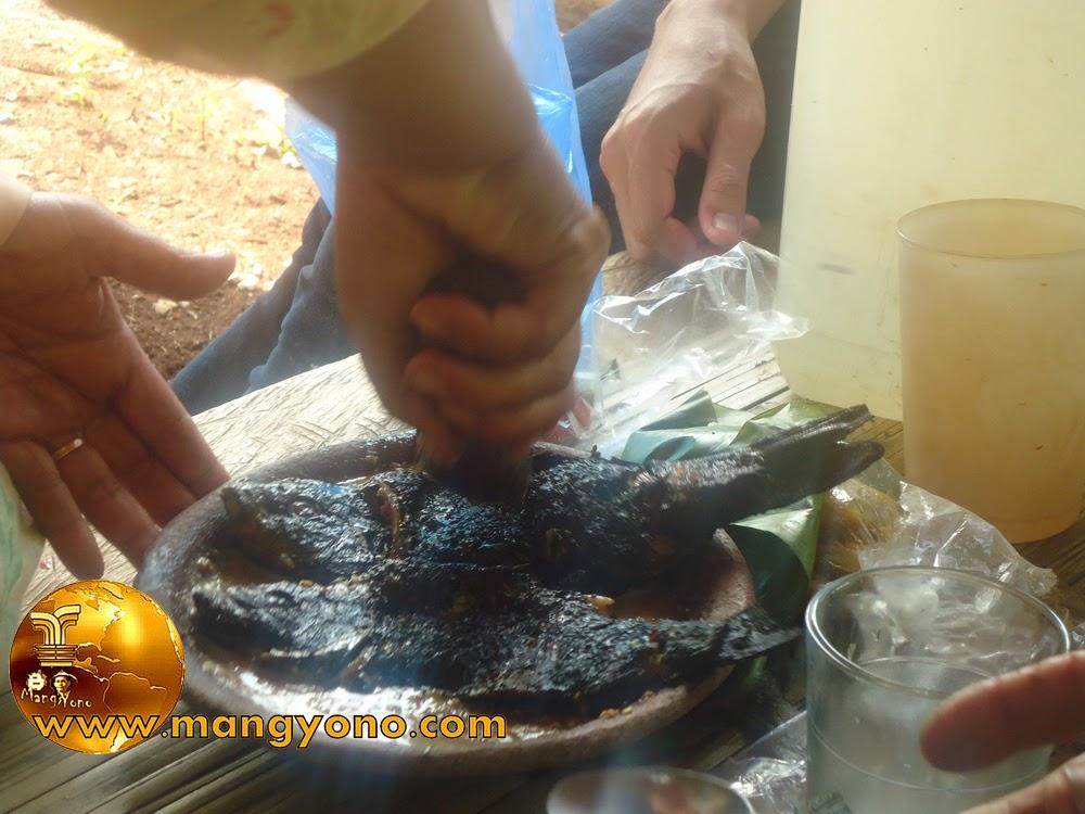 setelah ikan tersebut dibakar langsung dibuat cobek