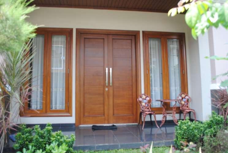Elemen pintu dan jendela dengan kayu yang berkualitas prima akan ...